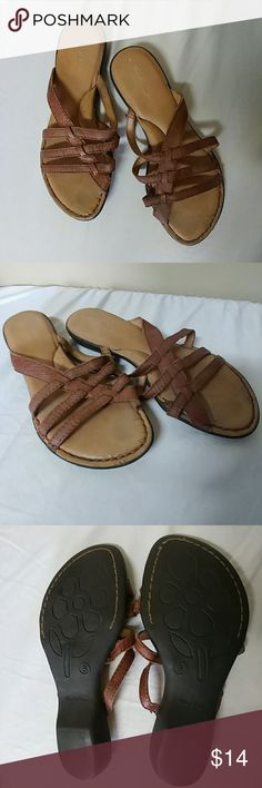 Thom M An leather sandals 8 Incredibly comfortable with cushion bottom size 8 leather upper Brown sandals. Great flip flop alternative. Used condition some crack on the top bottom where the foot would go. Minimal wear on bottom of shoe. Still very cute and great for all day comfort. Please check out my other items and automatically save 25% when bundling three or more items. Offers are welcomed and encouraged thomMAn Shoes Sandals