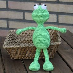 For the moment my last animal amigurumi of my series, Fer the frog. I just had to create this little pall as well, rightly fitting in with the others. Fer is about 20 cm tall. Now I want to continue with my other ideas as well. I just have so much of them! So please keep a good eye on my website. Not only more patterns, but also many more exciting things are going to happen….