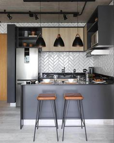 Small apartments don't mean that they have to have less style. On the contrary, small apartments are great for filling in small things. Estilo Interior, Small Apartment Kitchen, Modern Kitchen Design, Apartment Design, Small Apartments, Decor Interior Design, Home Kitchens, Kitchen Remodel, Sweet Home