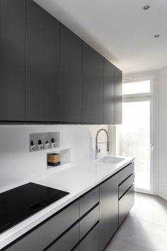 Grey Kitchen Designs, Kitchen Cupboard Designs, Kitchen Room Design, Contemporary Kitchen Design, Kitchen Dinning, Home Decor Kitchen, Interior Design Kitchen, Modern Kitchen Interiors, Cuisines Design