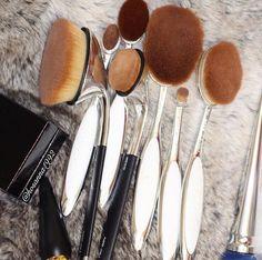 some hella expensive brushes Makeup Goals, Makeup Inspo, Makeup Inspiration, Makeup Tips, Makeup Products, Hair Products, Kiss Makeup, Eye Makeup, Hair Makeup