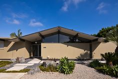 Fairhills Eichler home, photographed by Chimay Bleue.