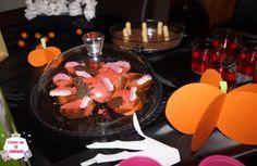 Decoração da mesa para Halloween (Dia das Bruxas). Para decorar as festas do Dia das Bruxas (Halloween). Decoração para crianças.   #manualidades #diy #artesanato #handcraft #halloween #diadasbruxas