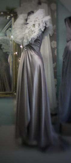 Vintage Glamor Dressing Gown! Why don't I have one of these?