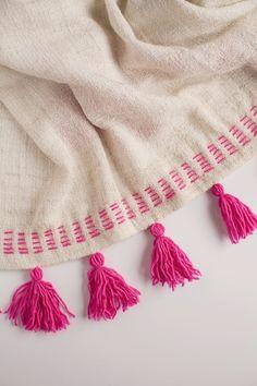DIY Tassel blanket using IKEA blanket and handmade yarn tassels Embroidery Stitches, Hand Embroidery, Embroidery Designs, Sewing Crafts, Sewing Projects, Craft Projects, Diy Tassel, Tassels, Do It Yourself Mode