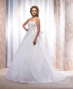 Très belle robe de mariée collection Empire du mariage modèle honneur.Très bon état.  TAILLE 38/40  Prix à débattre.  Je peux me déplacé.  N'hésitez pas à me contacter moi par mail.
