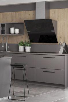 Moderne keuken Modi. Met deze charmante keuken haalt u echt iets bijzonders in huis. Het warme hout heeft een intense uitstraling, terwijl het antraciet front de keuken een eigentijdse look geven. Het ruime kookeiland vormt een subtiel rustpunt. - IEMMS.NL | moderne keukens | moderne keuken design | keuken modern | keuken inspiratie | kitchen inspiratie | droomkeukens | modern design kitchen ideas | keukens vlaardingen #iemms #iemmskeukens #keuken #keukens