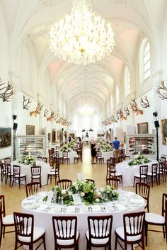 Stunning wedding location in the centre of Munich, Bavaria; September wedding; Green-white; Fotografie: http://www.annamcmaster.de/ www.festefeiern.by