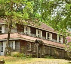 Visiter les plus belles habitations de Martinique Destinations, Portugal, Cabin, House Styles, Blog, Home Decor, Rum, Tourism, Decoration Home
