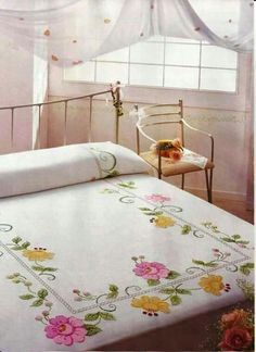 This Pin was discovered by jac Floral Bedspread, Crochet Bedspread, Ribbon Embroidery, Embroidery Patterns, Cross Stitch Patterns, Table Covers, Bed Covers, Draps Design, Designer Bed Sheets