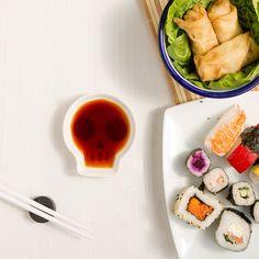Filigran verarbeitetes Sushi-Set für Unerschrockene - Sojasoßenschale mit Essstäbchen