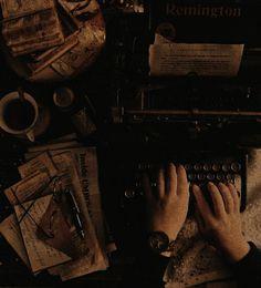 Brown Aesthetic, Aesthetic Images, Aesthetic Backgrounds, Aesthetic Photo, Aesthetic Art, Slytherin, Hogwarts, Light In The Dark, Aesthetics