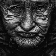 portraits of english people - Google Search Black And White Portraits, Black White Photos, Black And White Photography, Lee Jeffries, Portrait Fotografia, World Press Photo, Old Faces, Unique Faces, Human Emotions