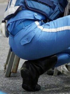 本当に可愛い警察白バイのお尻を触りたい