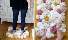 DIY-tapis-  changer les roses pour bleu garder les pompoms jaunes
