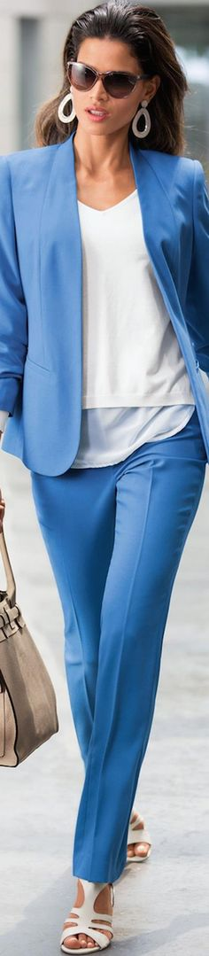 "Психолог онлайн. ""Психология личного пространства"" http://psychologieshomo.ru  Love everything about this except the white shoes!"