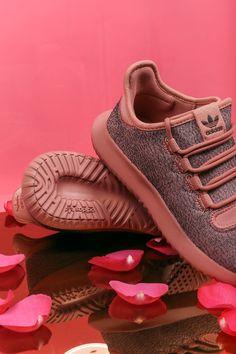 La nueva suela de las Adidas Tubular Shadow es cómoda y ligera💖. ¿Te atreves a probártelas?😉 Ven a nuestras tiendas físicas o entra en 🌹www.zapatosmayka.es🌹