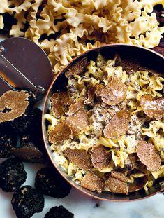 Big Mamma truffle pasta recipe: Prepare the truffle cream: melt 20 g butter with 2 tbsp. of truffle oil in a frying pan.