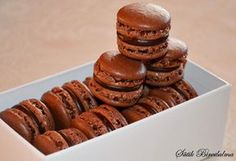 SÜTIK BIRODALMA: Csokikrémes macaron Meringue, Macarons, Muffin, Food And Drink, Cookies, Baking, Breakfast, Cake, Desserts