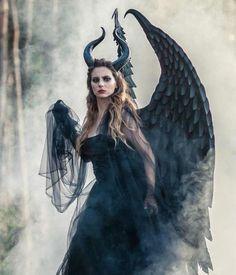 Black Angel Costume, Angel Wings Costume, Cosplay Wings, Maleficent Horns, Maleficent Costume, Carnival Costumes, Halloween Costumes, Halloween 2017, Halloween Diy