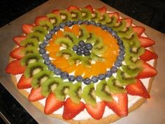 Fruit Pizza - pretty and yummy Fun Desserts, Delicious Desserts, Chef Shows, Bite Size Food, Potluck Dishes, Soften Cream Cheese, Preschool Snacks, Carnival Birthday Parties, Summer Fruit