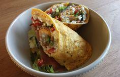 Deze ei-wraps zijn een gezondere versie van de normale tortilla wraps. Samen met de huttenkase is dit echt een eiwitbom en daardoor ook super gezond. Voor 1 persoon heb je nodig: 2 eieren zout en p...
