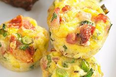 Paleo Chicken Sausage Frittata Muffins - A healthy and tasty grab and go breakfast! Frittata Muffins, Sausage Frittata, Sausage Muffins, Frittata Recipes, Sausage And Egg, Chicken Sausage, Mini Frittata, Egg Muffins, Breakfast Frittata