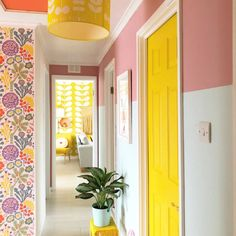 Interior designer and colour queen Sophie Robinson continues her colour crush feature and this time looks combining pink and yellow Yellow Hallway, Hallway Colours, Yellow Walls Bedroom, Craig And Rose Paint, Küchen Design, House Design, Sophie Robinson, Yellow Interior, Hallway Designs