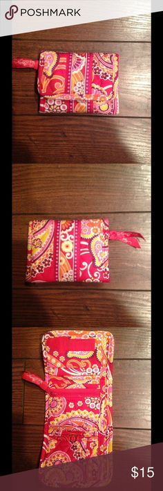 Vera Bradley Wallet! Vera Bradley wallet good used condition!! Bags Wallets