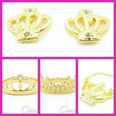 Gosta de Coroas!?!?  Que tal esses modelos, hein?!?!  Semijoias folheadas a ouro com garantia.  www.cassie.com.br  #Cassie #semijoias #acessórios #moda #fashion #estilo #inspiração #pulseirismo #pulseiras #brincos #instagood #instamoda #tendências #tends #mulher #folheado #dourado #amor #maxi #colar #coroa
