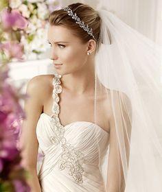 MURPHY » Wedding Dresses » 2013 Fashion Collection » La Sposa (close up)