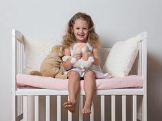 Non è solo una culla, non è semplicemente un lettino…. È Lella! La culla trasformabile per adattarsi alle esigenze dei genitori e del bambino che cresce.