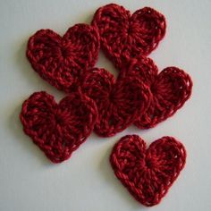 Free crochet heart pattern-will have to try this. Appliques Au Crochet, Crochet Motifs, Crochet Stitches, Crochet Patterns, Knitting Patterns, Love Crochet, Crochet Flowers, Crochet Hooks, Knit Crochet