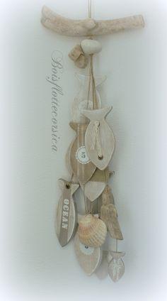 Beach Crafts, Summer Crafts, Deco Spa, Stick Art, Wooden Fish, Driftwood Crafts, Stone Crafts, Hanging Hearts, Diy Interior