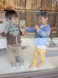 2014/10/20掲載 大阪より。子どもたちがおえかきして遊んでいる様子。  https://www.facebook.com/kitpas2005  #kitpas #キットパス