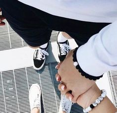 36 ideas photography poses couples love holding hands for 2019 Couple Goals Relationships, Relationship Goals Pictures, Couple Relationship, Cute Couple Pictures, Love Couple, Couple Photography Poses, Love Photography, Cadeau Couple, Couple Holding Hands