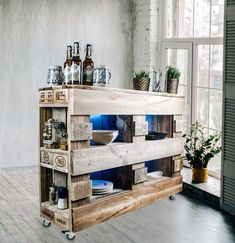 Hochwertig produzierte Möbel im Paletten-Look passen Dank Ihrer edlen Optik in jeden Wohnbereich Decor, Furniture, Home Decor, Entryway, Pallet Furniture, Vintage, Entryway Bench