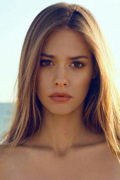 Kahverengi Göz Sarı Saç Modelleri