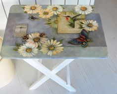 mesa auxiliar Wooden Pallet Furniture, Hand Painted Furniture, Paint Furniture, Furniture Makeover, Crafts To Make, Arts And Crafts, Paper Crafts, Tole Painting, Painting On Wood