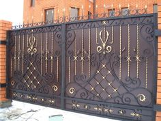 Iron Door Design, Iron Gate Design, Gate Wall Design, Gate Designs Modern, Front Gate Design, House Front Gate, Metal Gates Design, Stairs Design, Wrought Iron Driveway Gates