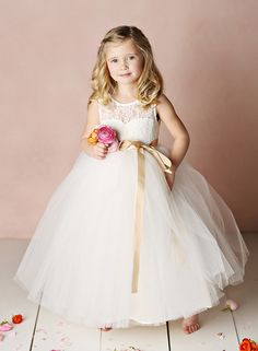 Flower Girl | Shop: Fattiepie http://www.fattiepie.com | #flowergirls #wedddings