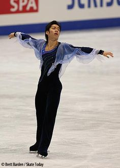 Daisuke Takahashi skating to Tchaikovsky's Violin Concerto in D Major. Ah, a Morozov costume. So much velvet. So much mess.
