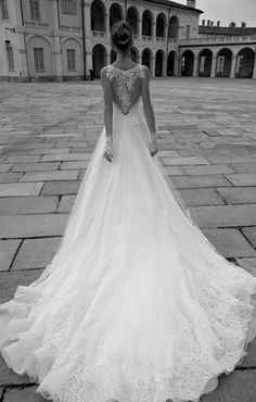 Alessandra Rinaudo wedding dresses have to be some of the most romantic bridal gowns we& seen yet with breathtaking details that will blow your mind! Italian Wedding Dresses, 2016 Wedding Dresses, Princess Wedding Dresses, Bridal Dresses, Wedding Gowns, Dresses 2016, Wedding Dressses, Prom Gowns, Dresses Uk