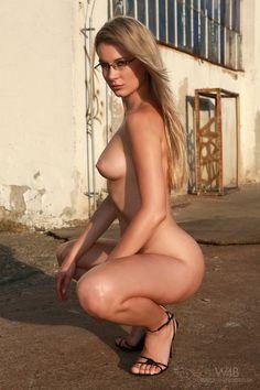 Black nude woman move