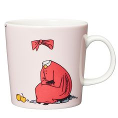 "Moomin Mugs from Arabia – A Complete Overview Ninny / Ninni puuteri The motif comes mainly from the story ""Tales from Moominvalley"". One euro per sold mug goes to the Children welfare organization ""Rädda barnen"" (Save the Children). Moomin Shop, Moomin Mugs, Invisible Children, Tove Jansson, Local Activities, Barnet, Save The Children, Porcelain Mugs, Nordic Design"