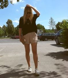 karoline andersson #summer #perfection #favorite #blonde #hair #tee #oversize #shorts #converse #lowcut #necklace #sunglasses #festival