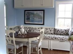 Awesome banquette seating ideas for your kitchen 4