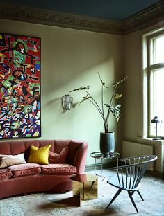 Dit appartement in Oslo is één en al kleur- Elle Nederland Modern Interior, Interior Design, Traditional Paint, Colour Architecture, Colored Ceiling, Interior Paint Colors, Living Room Pictures, Oslo, Cosmopolitan