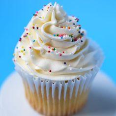 Classic Vanilla Buttercream Frosting - Mom Loves Baking