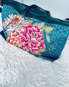 @karinejule sur Instagram: J'ai fini le sac commencé durant l'atelier @les_epinglees Il s'agit d'un sac de chez @patrons_sacotin Tous les tissus viennent de chez…